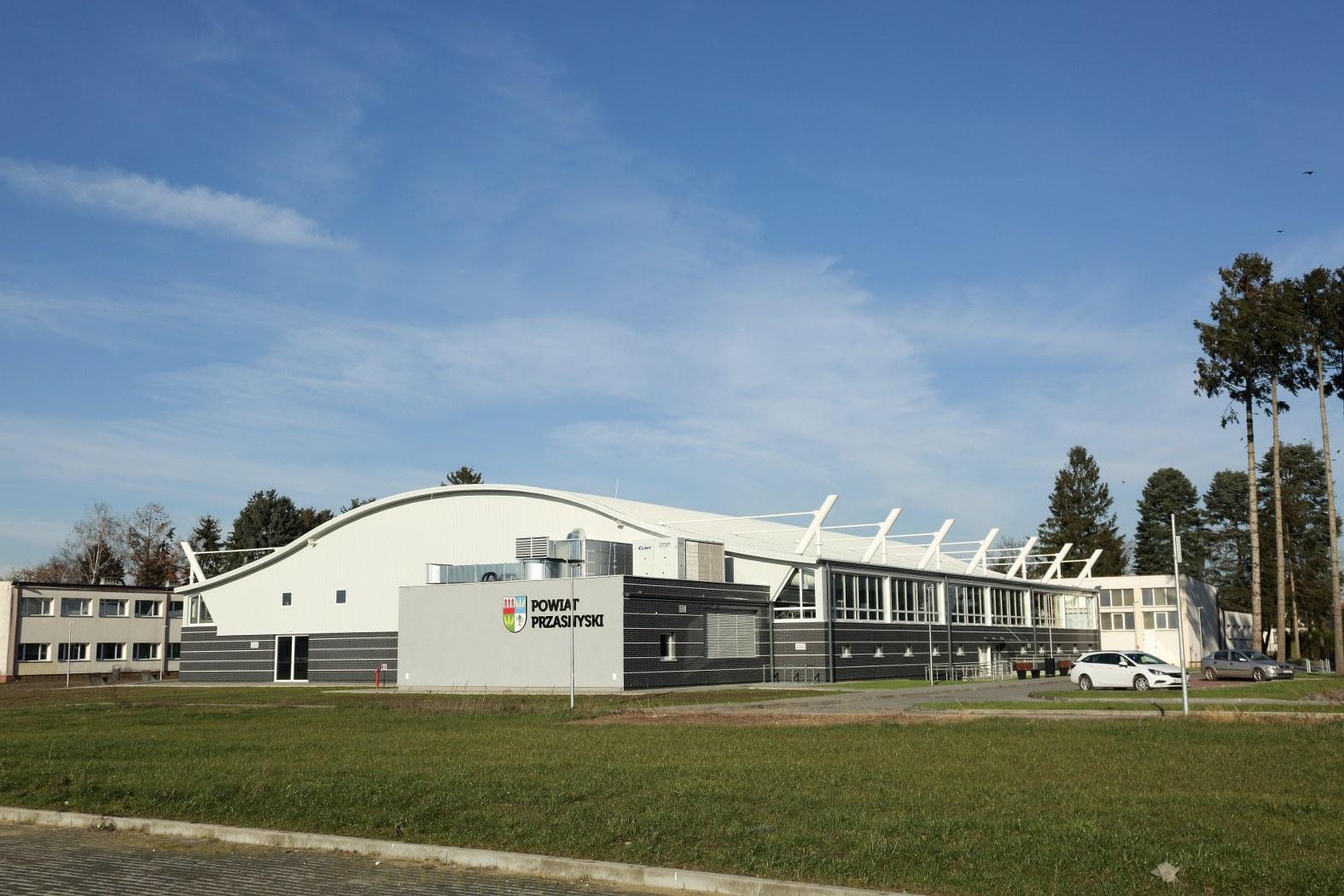 Zakończenie budowy hali sportowej z płytą lodowiska w Przasnyszu